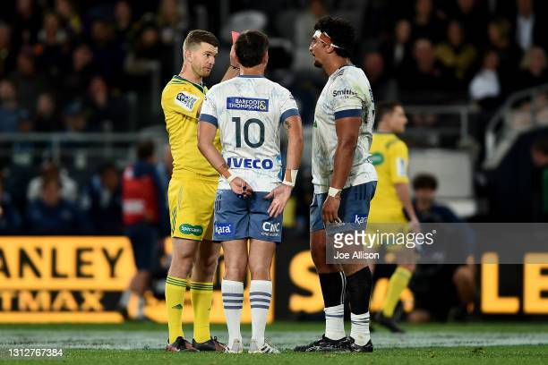 Referee Brendon Pickerill gives Alex Hodgman of the Blues a red card during the round eight Super Rugby Aotearoa match between the Highlanders and...