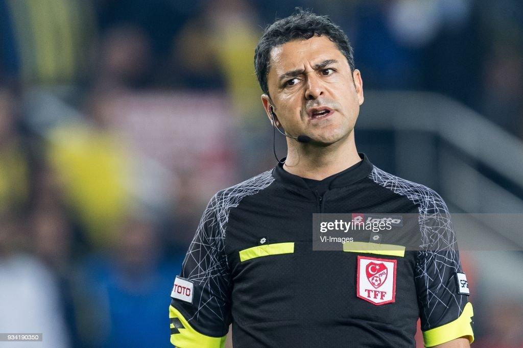 referee Bulent Yildirim during the Turkish Spor Toto Super Lig match Fenerbahce AS and Galatasaray AS at the Sukru Saracoglu Stadium on March 17, 2018 in Istanbul, Turkey