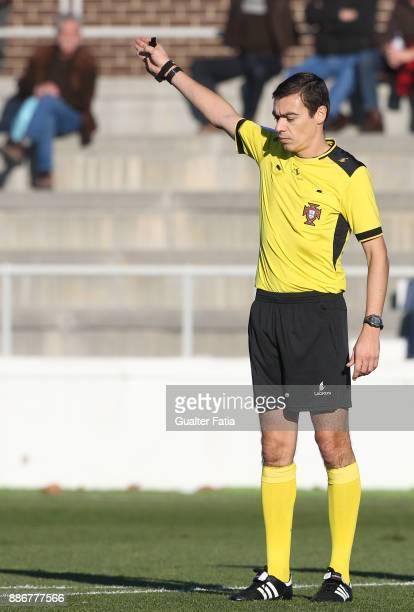 Referee Carlos Espadinha in action during the Segunda Liga match between CD Cova da Piedade and SC Covilha at Estadio Municipal Jose Martins Vieira...