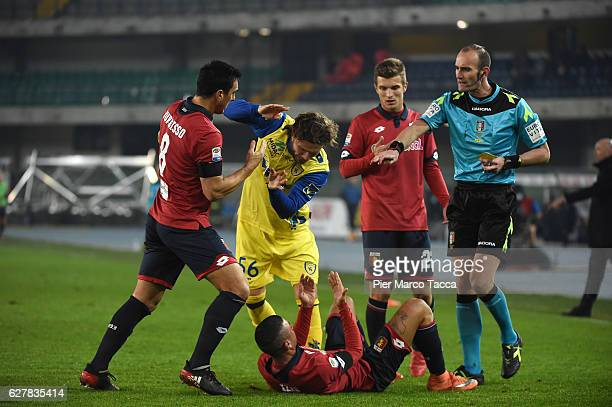 Referee Carmine Russo gestures with Perparim Hetemaj of AC ChievoVerona during the Serie A match between AC ChievoVerona and Genoa CFC at Stadio...