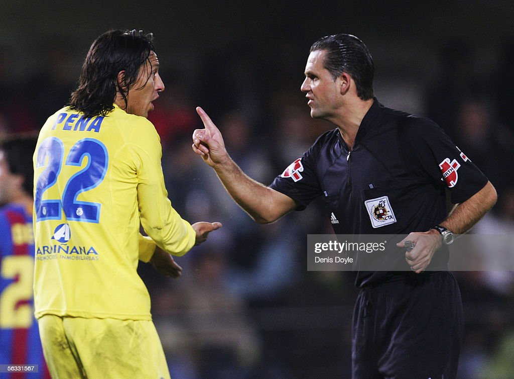 Referee Cesar Muniz (R) has words with Jose Mari of Villarreal during the Primera Liga match between Villarreal and F.C. Barcelona on December 4 2005 at the Madrigal stadium in Villarreal, Spain.