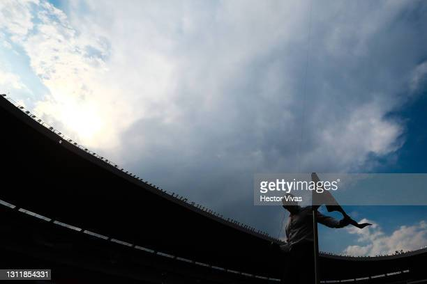 Referee checks the corner flag prior the 14th round match between Cruz Azul and Chivas as part of the Torneo Guard1anes 2021 Liga MX at Azteca...