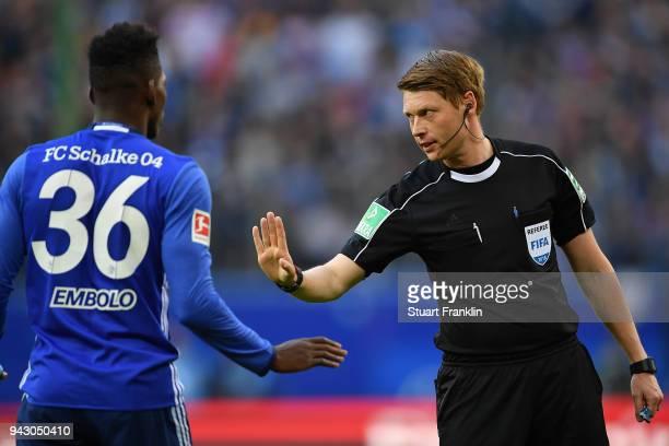 Referee Christian Dingert speaks with Breel Embolo of Schalke during the Bundesliga match between Hamburger SV and FC Schalke 04 at Volksparkstadion...