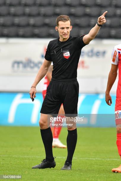 referee ChristianPetru Ciochirca during the 2 Liga match between FC Juniors OOe v FC Blau Weiss Linz at TGW Arena on October 7 2018 in Pasching...