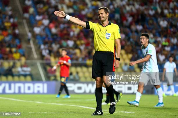 Referee Christopher Beath calls a foul during the FIFA U-17 World Cup Brazil 2019 group E match between Spain and Argentina at Estádio Kléber Andrade...