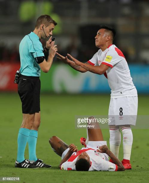Referee Clement Turpin argues with Jefferson Farfan and Christian Cueva of Peru during a second leg match between Peru and New Zealand as part of the...