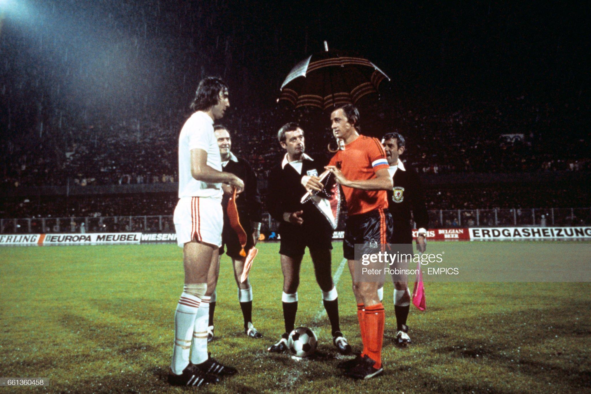 Soccer - European Championships Yugoslavia 1976 - Semi Final - Holland v Czechoslovakia - Maksimir Stadium : News Photo
