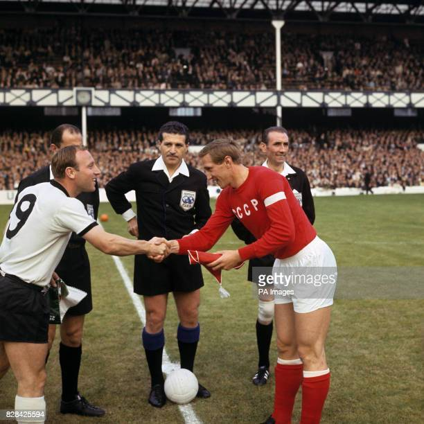 Referee Concetto Lo Bello looks on as the two captains West Germany's Uwe Seeler and USSR's Albert Shesterniev shake hands before the match