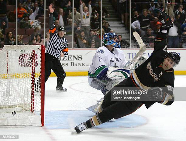 Referee Dan O'Rourke signals a goal as Scott Niedermayer of the Anaheim Ducks celebrates his gamewinning goal in overtime against goaltender Roberto...