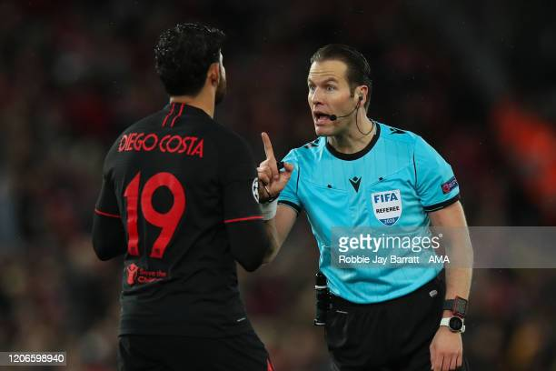 Referee Danny Makkelie of The Netherlands speaks to Diego Costa of Atletico Madrid during the UEFA Champions League round of 16 second leg match...