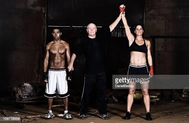 Arbitro di boxe donna dichiarato vincitore