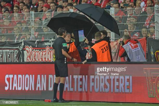 Referee Deniz Aytekin looks at the VAR display during the Bundesliga match between 1. FC Union Berlin and Hertha BSC at Stadion An der Alten...