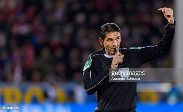 Referee Deniz Aytekin reacts during the Bundesliga match between SportClub Freiburg and Borussia Moenchengladbach at SchwarzwaldStadion on December...
