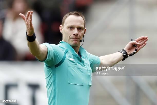 referee Ed Janssen during the Dutch Eredivisie match between FC Utrecht and Vitesse Arnhem at the Galgenwaard Stadium on March 11 2018 in Utrecht The...