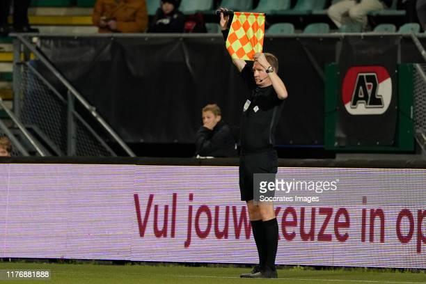 Referee Erwin Zeinstra during the Dutch Eredivisie match between AZ Alkmaar v SC Heerenveen at the AFAS Stadium on October 19 2019 in Alkmaar...