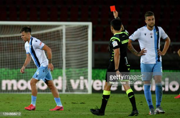 Referee Fabio Maresca shows a red card to Patricio Gil Gabarron of SS Lazio during the Serie A match between US Lecce and SS Lazio at Stadio Via del...