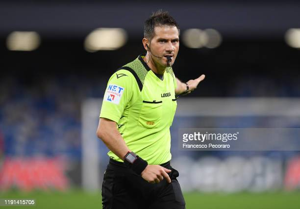 Referee Fabrizio Pasqua during the Serie A match between SSC Napoli and Bologna FC at Stadio San Paolo on December 01, 2019 in Naples, Italy.
