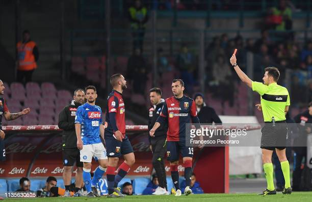 Referee Fabrizio Pasqua shows the red card to Stefano Sturaro during the Serie A match between SSC Napoli and Genoa CFC at Stadio San Paolo on April...