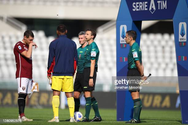 Referee Federico La Penna tosses the coin with the captains Andrea Belotti of Torino FC and Joao Pedro of Cagliari prior to during the Serie A match...