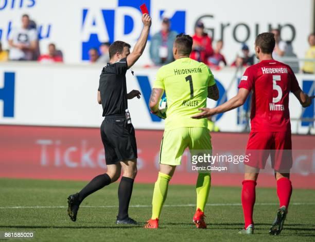 referee Felix Zwayer shows Mathias Wittek of Heidenheim the red card during the Second Bundesliga match between 1 FC Heidenheim 1846 and Holstein...