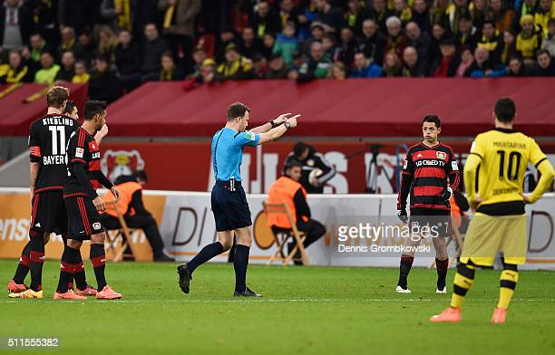 Referee Felix Zwayer suspends the match after Borussia Dortmund's first goal during the Bundesliga match between Bayer Leverkusen and Borussia...
