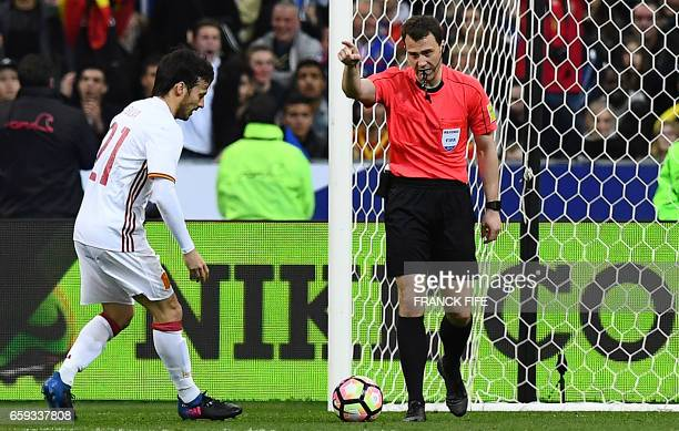 Referee Felix Zwayer valids a goal after the decision of the arbitration video during the friendly football match France vs Spain on March 28 2017 at...