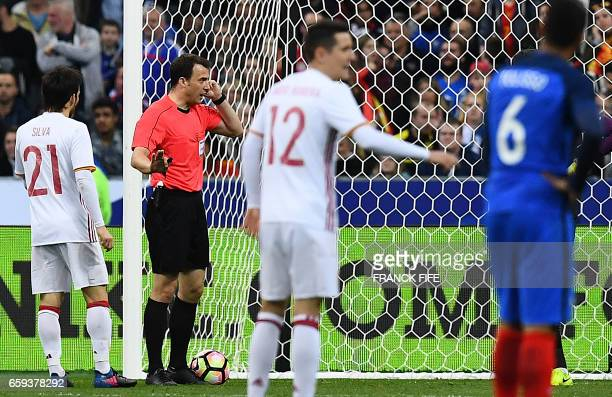 TOPSHOT Referee Felix Zwayer valids a goal after the decision of the arbitration video during the friendly football match France vs Spain on March 28...