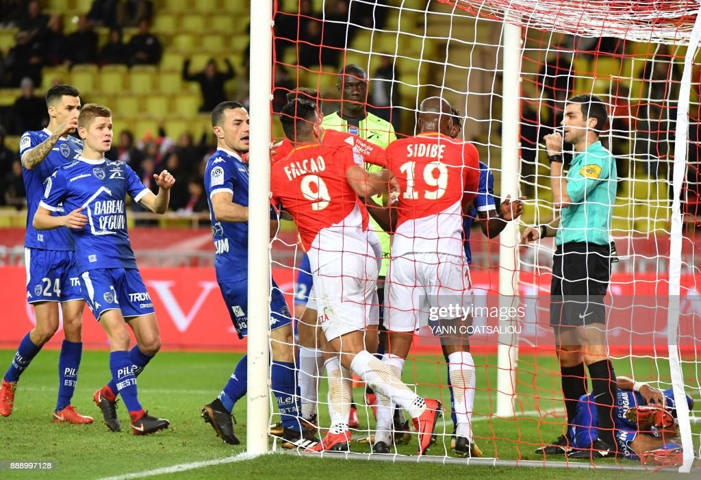 Referee Frank Schneider (R) blows his whistle after Troyes' French defender Mathieu Deplagne scored an own goal during the French L1 football match between Monaco (ASM) and Troyes (ESTAC) at The Louis II Stadium in Monaco on December 9, 2017. /