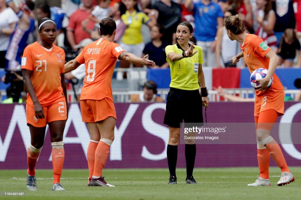 USA  v Holland  -World Cup Women : News Photo