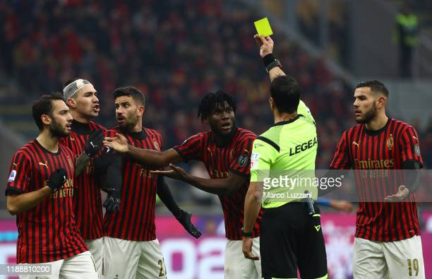 Referee Gianluca Manganiello shows the yellow card to Franck Kessie of AC Milan during the Serie A match between AC Milan and US Sassuolo at Stadio...