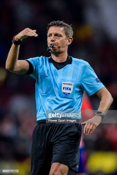 Referee Gianluca Rocchi gestures during the UEFA Europa League 201718 semifinals match between Atletico de Madrid and Arsenal FC at Wanda...