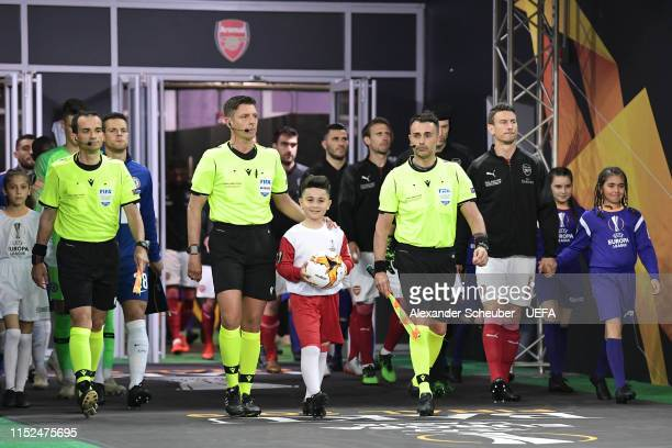 Referee Gianluca Rocchi leads the teams out prior to the UEFA Europa League Final between Chelsea and Arsenal at Baku Olimpiya Stadionu on May 29...