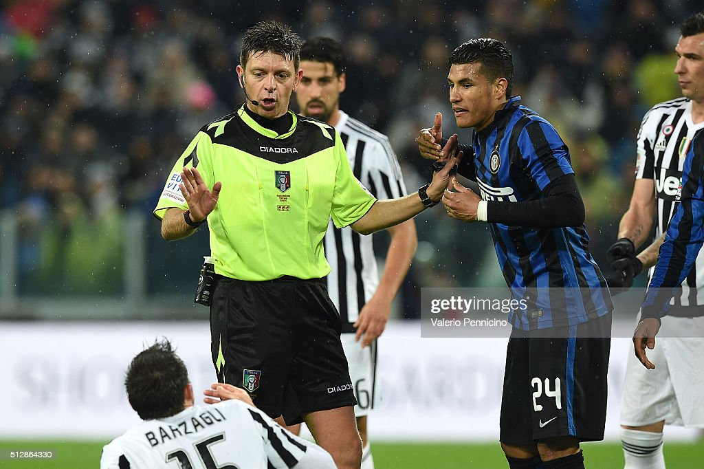 Referee Gianluca Rocchi reacts to Andrea Barzagli of Juventus FC and Jeison Murillo of FC Internazionale Milano during the Serie A match between Juventus FC and FC Internazionale Milano at Juventus Arena on February 28, 2016 in Turin, Italy.
