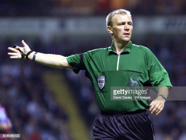 Referee Graham Poll in action during the Barclaycard Premiership game at Villa Park Birmingham THIS PICTURE CAN ONLY BE USED WITHIN THE CONTEXT OF AN...