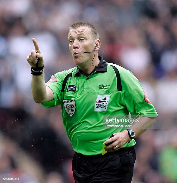 Referee Graham Poll in action during the Coca Cola Championship Playoff Final match between Derby County and West Bromwich Albion at Wembley Stadium...