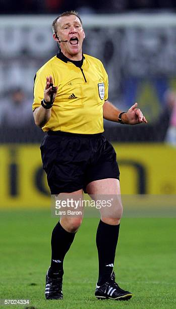Referee Graham Poll of England gives instructions during the UEFA Champions League Round of 16 Second Leg match between Juventus Turin and Werder...