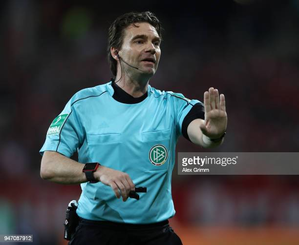 Referee Guido Winkmann gestures during the Bundesliga match between 1 FSV Mainz 05 and SportClub Freiburg at Opel Arena on April 16 2018 in Mainz...
