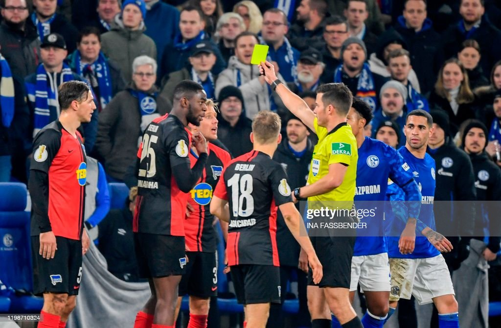FBL-GER-CUP-SCHALKE-HERTHA BERLIN : News Photo