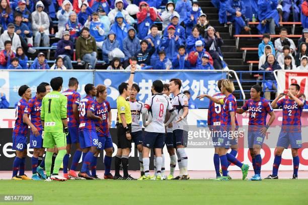 Referee Hiroyuki Kimura shows a red card to Peter Utaka of FC Tokyo during the JLeague J1 match between Ventforet Kofu and FC Tokyo at Yamanashi Chuo...