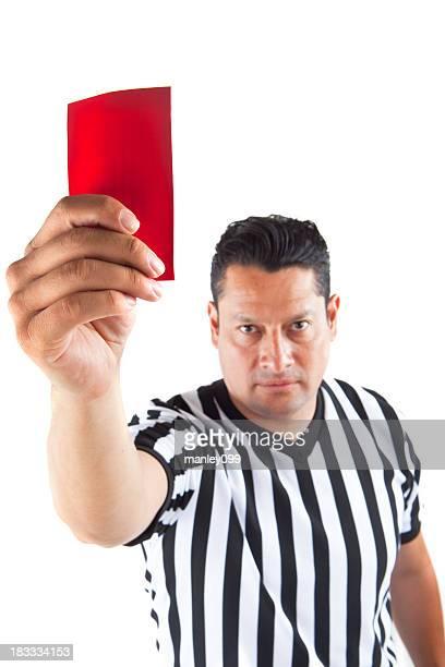 Arbitre tenant carton rouge