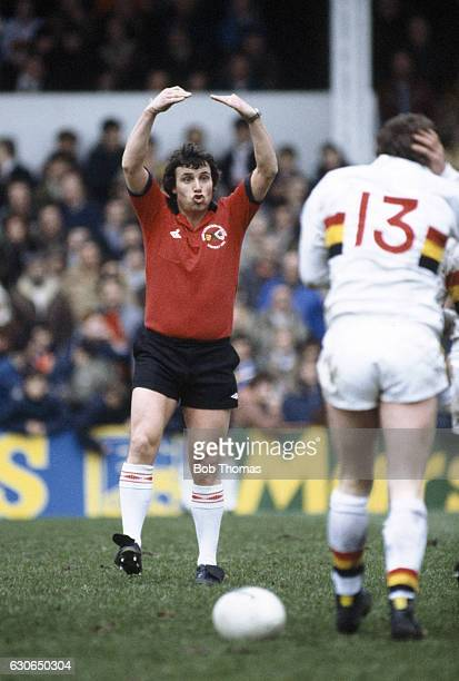 Referee John Holdsworth signals a scrum watched by Alan Rathbone of Bradford Northern during the State Express Rugby League Challenge Cup SemiFinal...