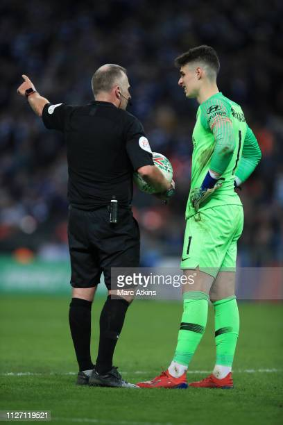 Referee Jon Moss speaks to Kepa Arrizabalaga of Chelsea as Maurizio Sarri manager of Chelsea tries to replace him with Willy Caballero during the...
