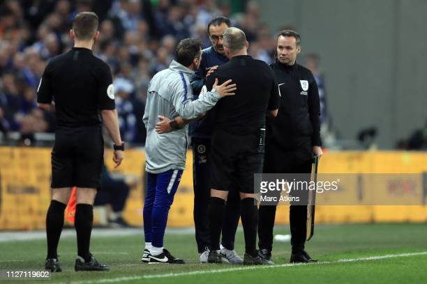 Referee Jon Moss speaks to Maurizio Sarri manager of Chelsea as he tries to substitute Kepa Arrizabalaga during the Carabao Cup Final between Chelsea...