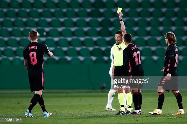 Referee Jorge Figueroa Vazquez shows a yellow card to Toni Kroos of Real Madrid during the La Liga Santander match between Elche CF and Real Madrid...
