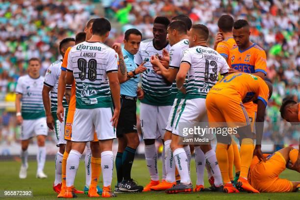 Referee Jorge Isaac Rojas argues with Jonathan Rodríguez of Santos during the quarter finals second leg match between Santos Laguna and Tigres UANL...