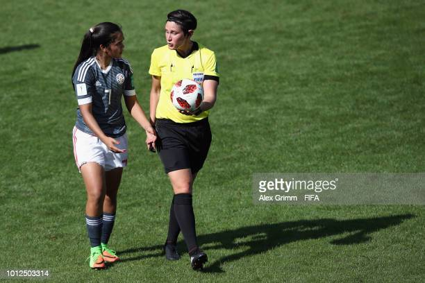 Referee Kate Jacewicz talks to Rosa Mino of Paraguay during the FIFA U20 Women's World Cup France 2018 group C match between Paraguay and Spain at...
