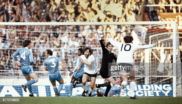 Referee Keith Hackett reacts as Ricky Villa of Spurs turns to celebrate after scoring the opening goal of the 1981 FA Cup Final Replay Tottenham...