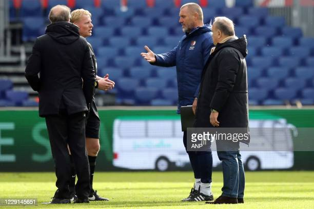 ROTTERDAM referee Kevin Blom in discussion with Feyenoord assistant coach John de Wolf and Feyenoord coach Dick Advocaat about the penalty kick from...
