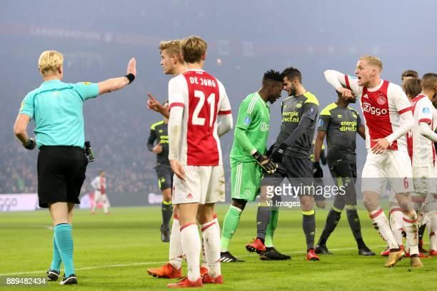 referee Kevin Blom Matthijs de Ligt of Ajax Frenkie de Jong of Ajax goalkeeper Andre Onana of Ajax Gaston Pereiro of PSV Donny van de Beek of Ajax...