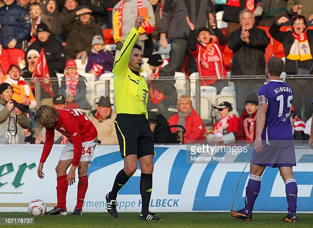 Referee Knut Kircher shows the red card to Rene Klingbeil of Aue during the Second Bundesliga match between FC Energie Cottbus and Erzgebirge Aue at...